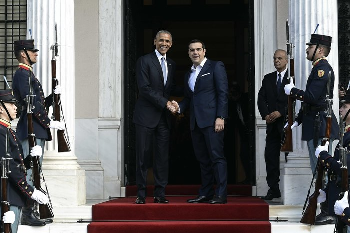 Ο Αλέξης Τσίπρας υποδέχεται τον αμερικανό πρόεδρο στο Μέγαρο Μαξίμου