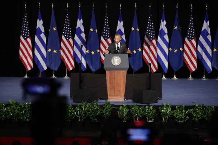 Ο αμερικανός πρόεδρος κατά τη διάρκεια της ομιλίας του στο Ίδρυμα Σταύρος Νιάρχος
