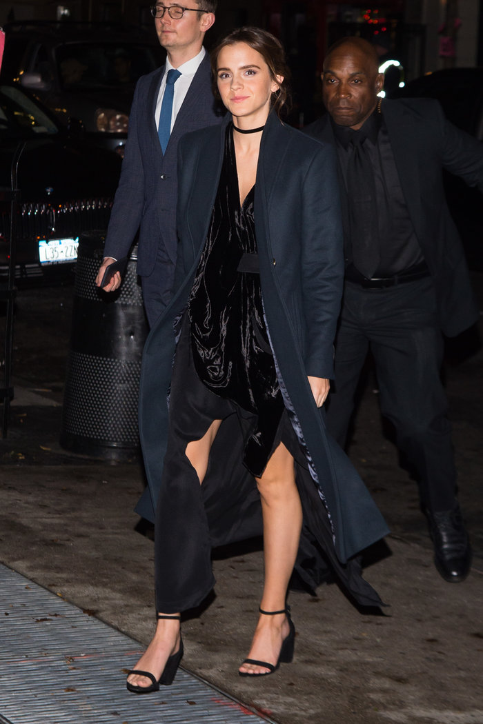 Η Εμα Γουότσον κατά την είσοδό της στην εκδήλωση - Splash