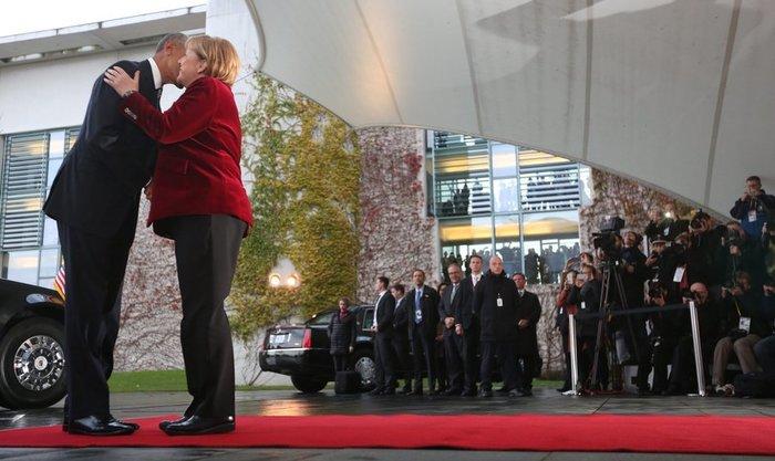 Η Μέρκελ καλωσόρισε τον Ομπάμα στην Καγκελαρία με ένα φιλί-Φωτο και βίντεο