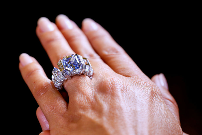 Ονειρεμένο σπάνιο μπλε διαμάντι πωλήθηκε 17 εκατ. δολάρια