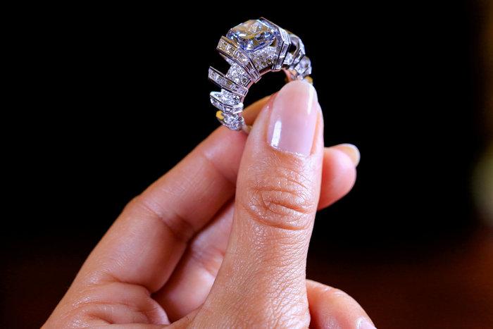 Ονειρεμένο σπάνιο μπλε διαμάντι πωλήθηκε 17 εκατ. δολάρια - εικόνα 3
