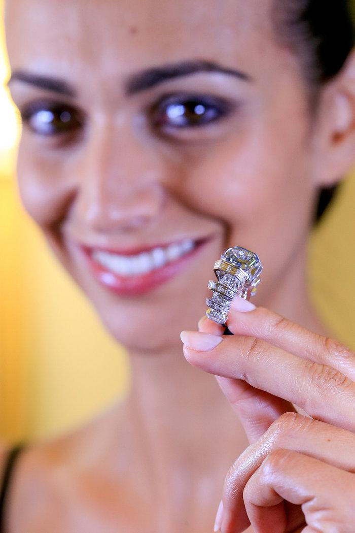 Ονειρεμένο σπάνιο μπλε διαμάντι πωλήθηκε 17 εκατ. δολάρια - εικόνα 4