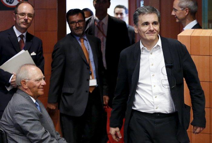 Βόλφγκανκγ Σόιμπλε και Ευκλείδης Τσακαλώτος κατά τη διάρκεια συνεδρίασης του Eurogroup