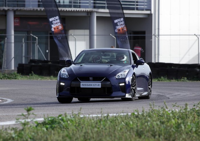 """Σεισμός στην πίστα των Μεγάρων! Το Nissan GT-R του 2017 κάνει """"ζημιές"""" - εικόνα 4"""