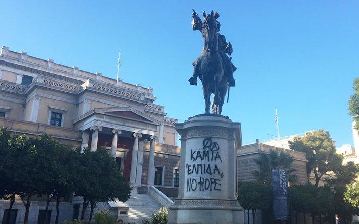 """""""Θύμα"""" των βανδάλων και το άγαλμα του Κολοκοτρώνη"""