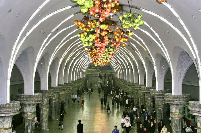 Κι όμως! Το πιο πολυτελές μετρό βρίσκεται στην Πιονγιάνγκ [Εικόνες] - εικόνα 4