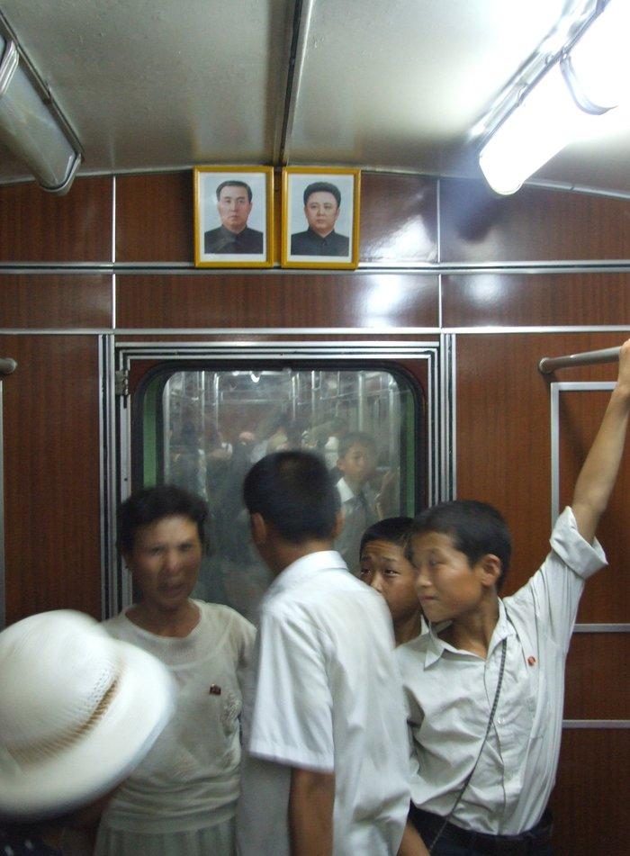 Κι όμως! Το πιο πολυτελές μετρό βρίσκεται στην Πιονγιάνγκ [Εικόνες] - εικόνα 5