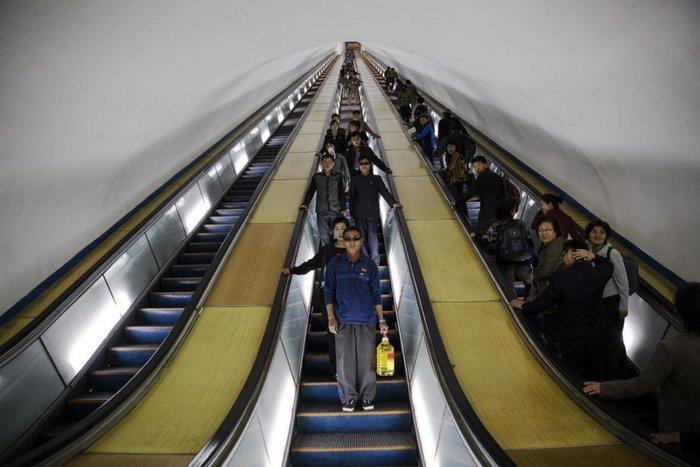 Κι όμως! Το πιο πολυτελές μετρό βρίσκεται στην Πιονγιάνγκ [Εικόνες] - εικόνα 12