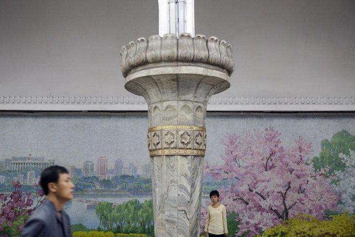 Κι όμως! Το πιο πολυτελές μετρό βρίσκεται στην Πιονγιάνγκ [Εικόνες] - εικόνα 13