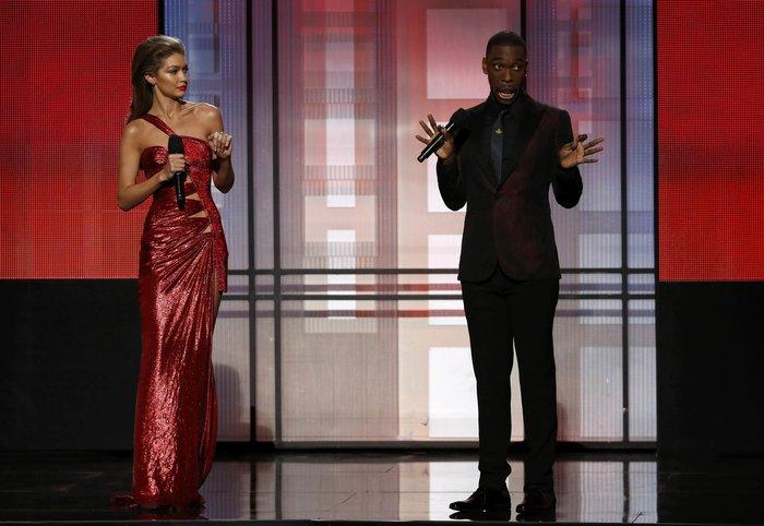 Τζίτζι Χαντίντ: Η ασεβής και ρατσιστική μίμηση της Μελάνια Τραμπ on stage