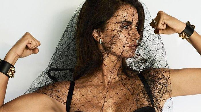 Πενέλοπε Κρουζ: Η «βασίλισσα της Ισπανίας» ποζάρει στον «βασιλιά» - εικόνα 2