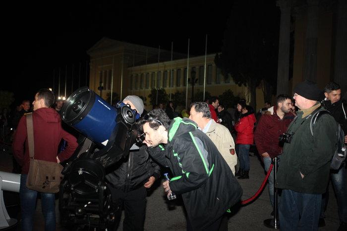 Οι Αθηναίοι στο τηλεσκόπιο για να δουν τον κόκκινο πλανήτη - εικόνα 6