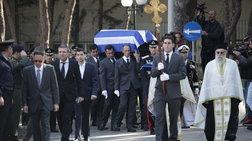 """Με συγκίνηση και σεβασμό το τελευταίο """"αντίο"""" στον Πρόεδρο"""