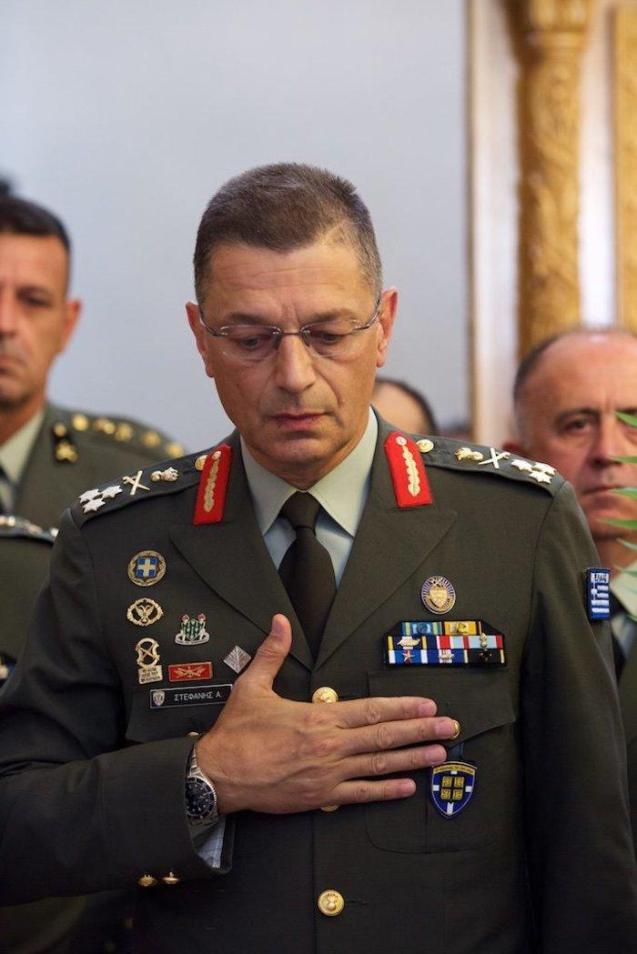 Κηδεία Στεφανόπουλου: Ο αντιστράτηγος που τιμήθηκε και τίμησε τον πρόεδρο - εικόνα 2