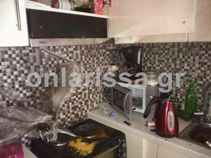 Εικόνες σοκ από έκρηξη φούρνου μικροκυμάτων στη Λάρισα - εικόνα 3