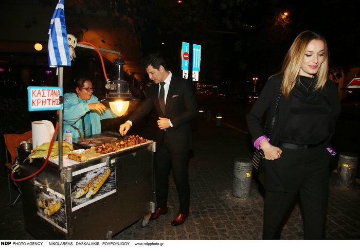 Τι τρώει μετά το ξενύχτι ο Σάκης Ρουβάς; Η στάση σε πλανόδιο [Εικόνες] - εικόνα 3