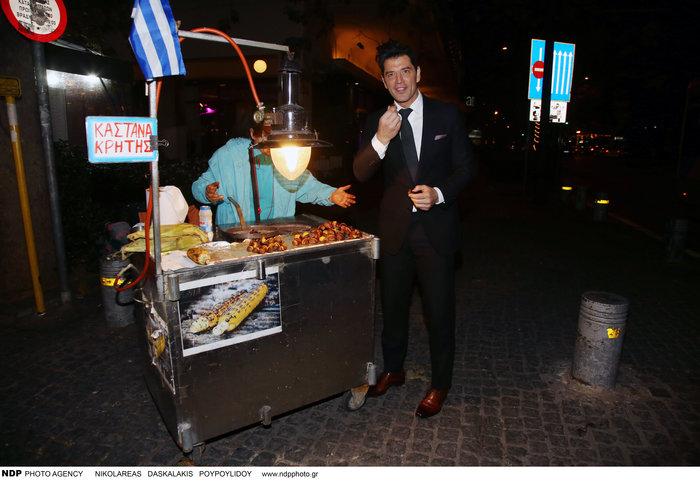 Τι τρώει μετά το ξενύχτι ο Σάκης Ρουβάς; Η στάση σε πλανόδιο [Εικόνες] - εικόνα 8