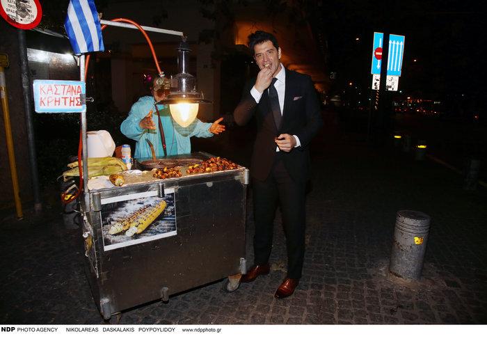 Τι τρώει μετά το ξενύχτι ο Σάκης Ρουβάς; Η στάση σε πλανόδιο [Εικόνες] - εικόνα 9