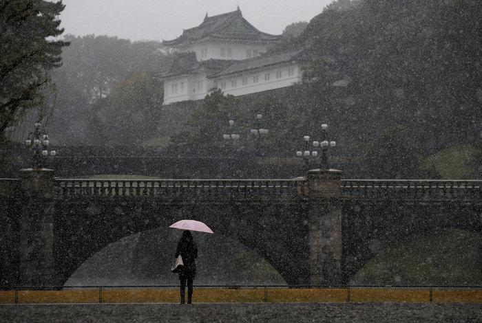 Χιονίζει Νοέμβριο στο Τόκυο για πρώτη φορά μετά από 54 χρόνια!