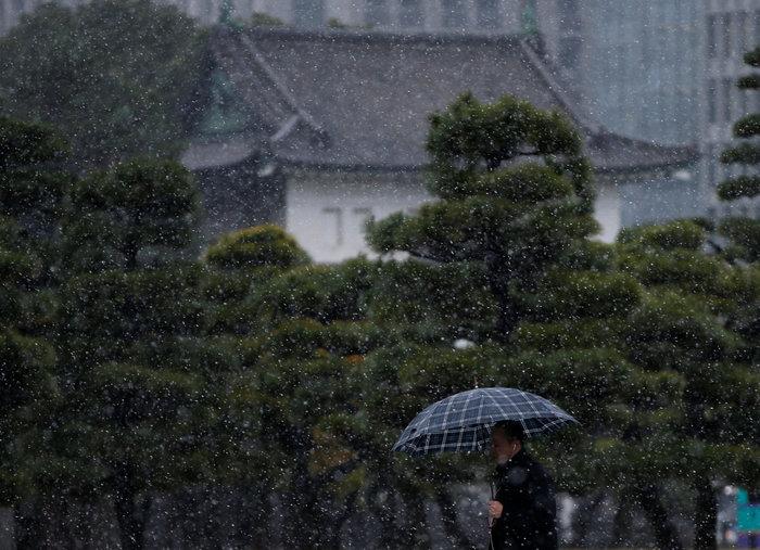 Χιονίζει Νοέμβριο στο Τόκυο για πρώτη φορά μετά από 54 χρόνια! - εικόνα 2