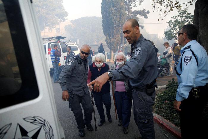 Ανελέητες οι φλόγες κατακαίνε ολόκληρες συνοικίες στη Χάιφα  - φωτό - - εικόνα 2