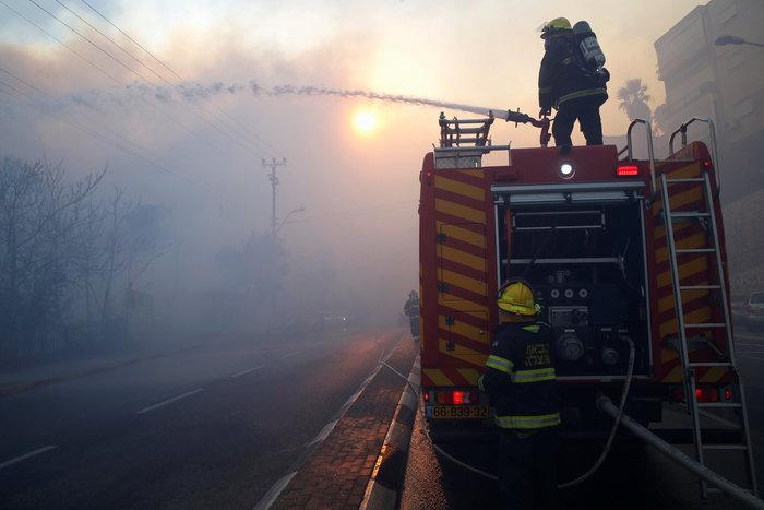 Ανελέητες οι φλόγες κατακαίνε ολόκληρες συνοικίες στη Χάιφα  - φωτό - - εικόνα 3