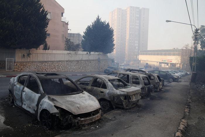 Ανελέητες οι φλόγες κατακαίνε ολόκληρες συνοικίες στη Χάιφα  - φωτό - - εικόνα 7