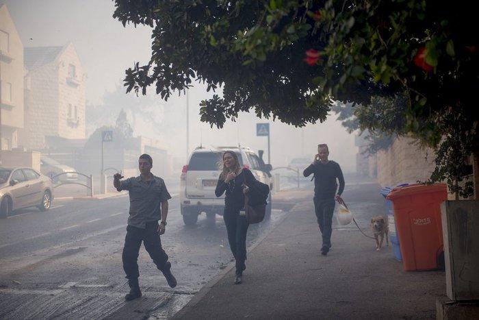 Ανελέητες οι φλόγες κατακαίνε ολόκληρες συνοικίες στη Χάιφα  - φωτό - - εικόνα 12