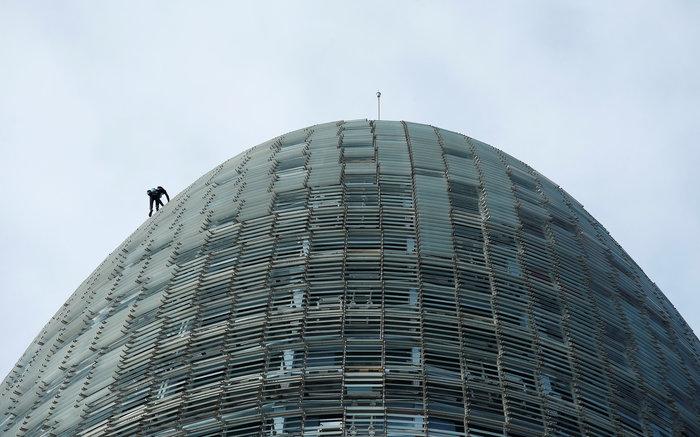 Γάλλος Σπάιντερμαν σκαρφάλωσε σε ουρανοξύστη χωρίς ασφάλεια - εικόνα 6