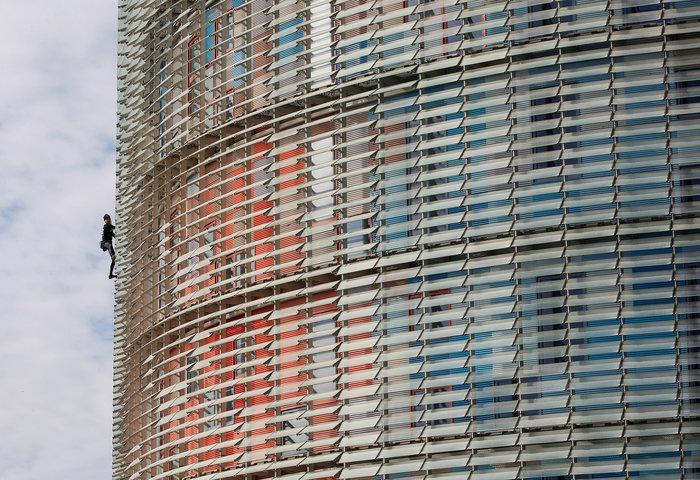 Γάλλος Σπάιντερμαν σκαρφάλωσε σε ουρανοξύστη χωρίς ασφάλεια - εικόνα 7