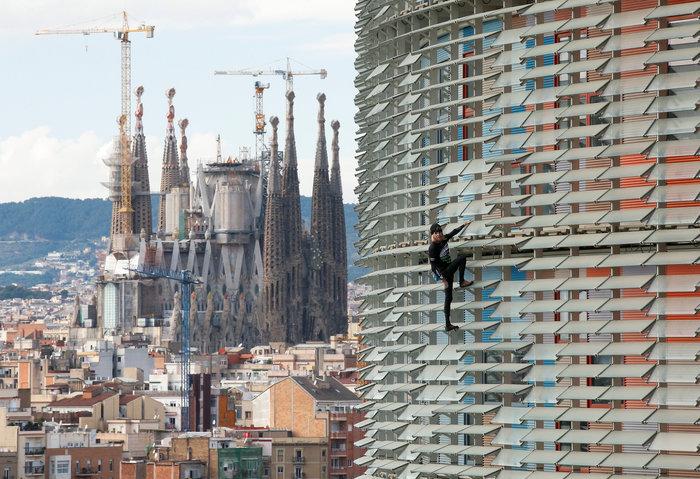 Γάλλος Σπάιντερμαν σκαρφάλωσε σε ουρανοξύστη χωρίς ασφάλεια - εικόνα 11