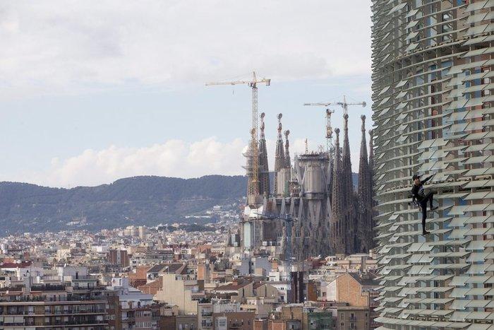 Γάλλος Σπάιντερμαν σκαρφάλωσε σε ουρανοξύστη χωρίς ασφάλεια - εικόνα 13