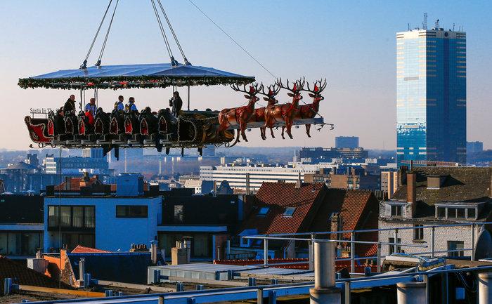 Το έλκηθρο του Αη Βασίλη έγινε... ιπτάμενο εστιατόριο στο Βέλγιο - εικόνα 4