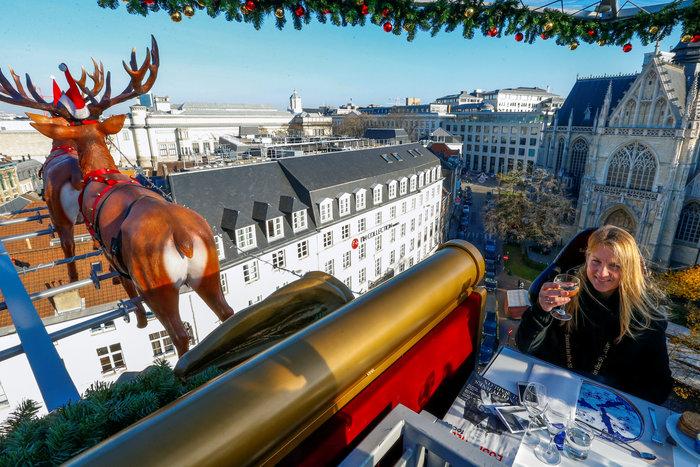 Το έλκηθρο του Αη Βασίλη έγινε... ιπτάμενο εστιατόριο στο Βέλγιο - εικόνα 5