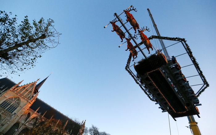 Το έλκηθρο του Αη Βασίλη έγινε... ιπτάμενο εστιατόριο στο Βέλγιο - εικόνα 6