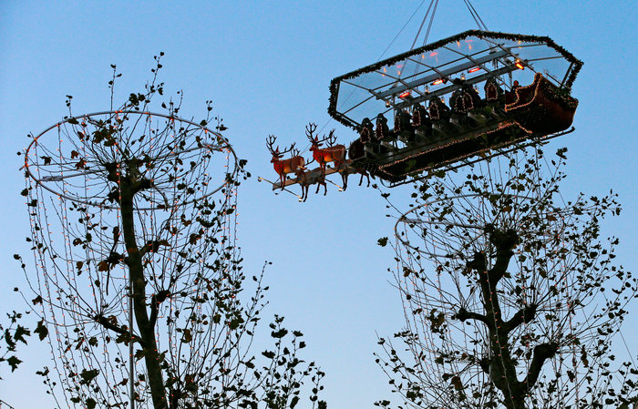 Το έλκηθρο του Αη Βασίλη έγινε... ιπτάμενο εστιατόριο στο Βέλγιο - εικόνα 7