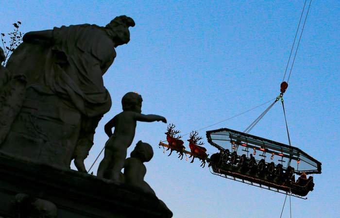 Το έλκηθρο του Αη Βασίλη έγινε... ιπτάμενο εστιατόριο στο Βέλγιο - εικόνα 8