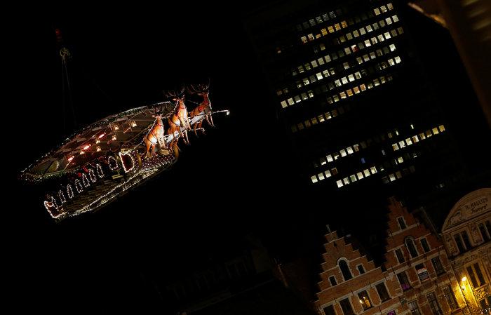 Το έλκηθρο του Αη Βασίλη έγινε... ιπτάμενο εστιατόριο στο Βέλγιο - εικόνα 9