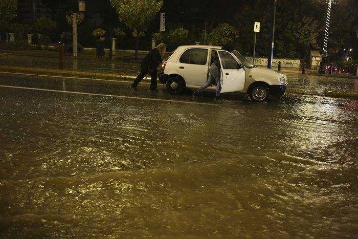 Σοβαρά προβλήματα στην Αττική από την σφοδρή καταιγίδα