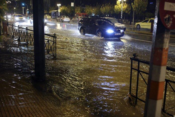 Σοβαρά προβλήματα στην Αττική από την σφοδρή καταιγίδα - εικόνα 4