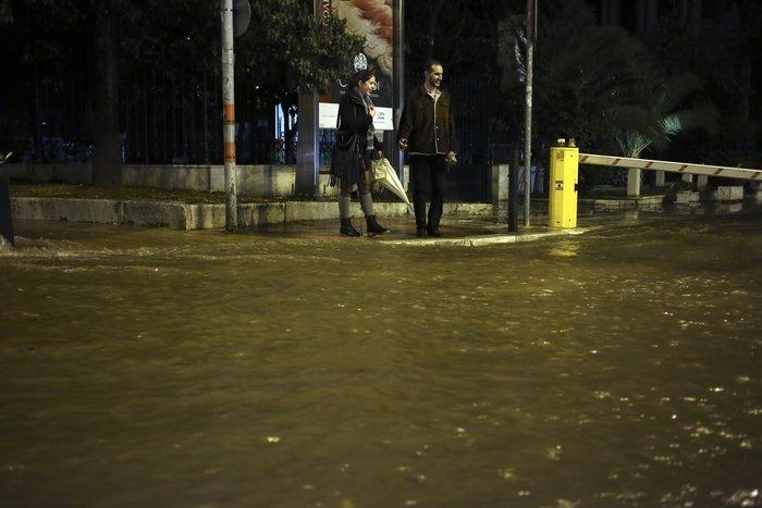 Σοβαρά προβλήματα στην Αττική από την σφοδρή καταιγίδα - εικόνα 6