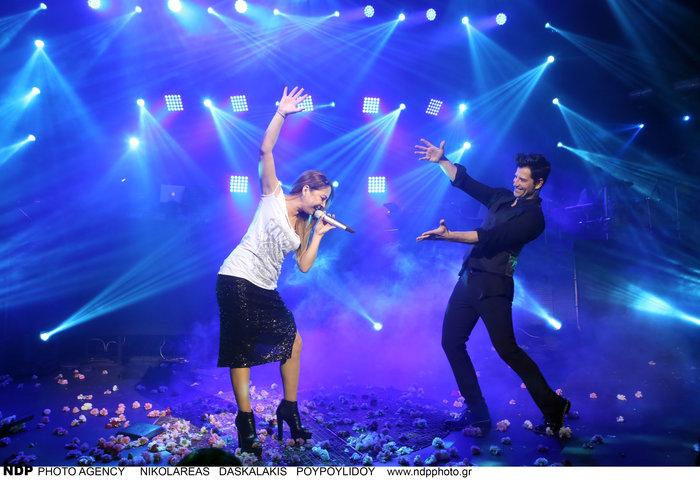 upl583c237b54f65 - Ο Σάκης Ρουβάς φίλησε και άλλη τραγουδίστρια στο στόμα!