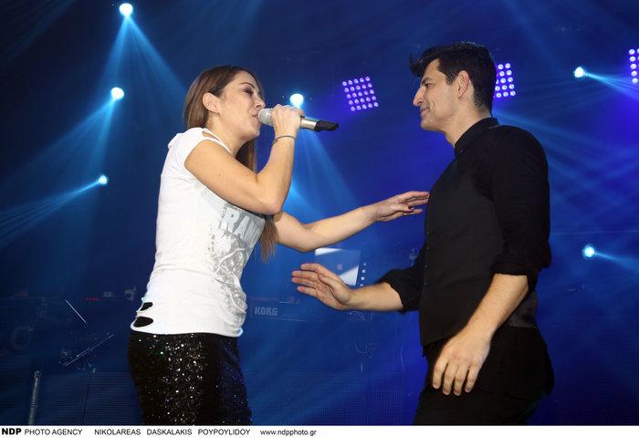 upl583c238f32dab - Ο Σάκης Ρουβάς φίλησε και άλλη τραγουδίστρια στο στόμα!