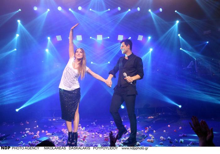 upl583c239741af3 - Ο Σάκης Ρουβάς φίλησε και άλλη τραγουδίστρια στο στόμα!