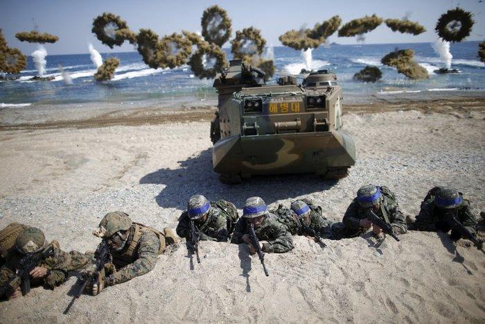 12 Μαρτίου, Νοτιοκορεάτες και Αμερικανοί πεζοναύτες στη Νότια Κορέα