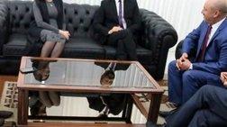 """""""Μακρυναν"""" το φόρεμα της υπουργού αλλά τους πρόδωσε το τζάμι!"""