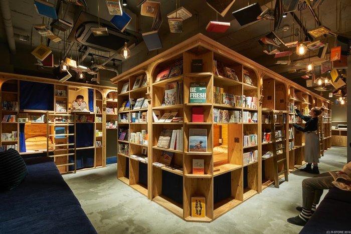Κοιμηθείτε ανάμεσα σε ράφια με βιβλία στην «βιβλιοθήκη με διαμονή»