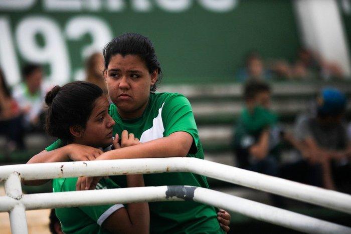 Οι οπαδοί της Chapecoense θρηνούν για τους νεκρούς ποδοσφαιριστές - εικόνα 2