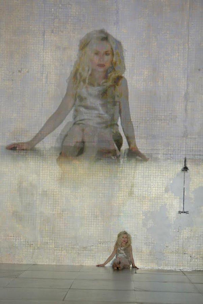 Η Ιζαμπέλ Ιπέρ έρχεται στη Στέγη, θεά στα 63 της - εικόνα 2